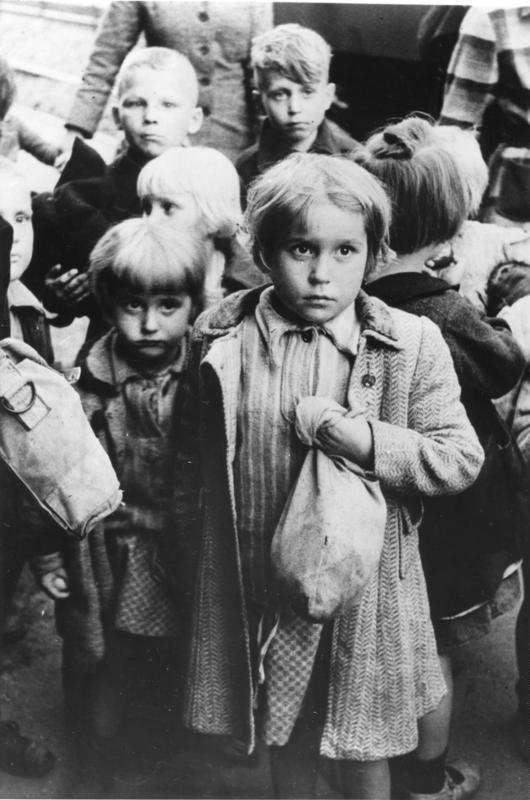 Flucht bundesarchiv bild 183 2003 0703 500 ruckfuhrung deutscher kinder aus polen