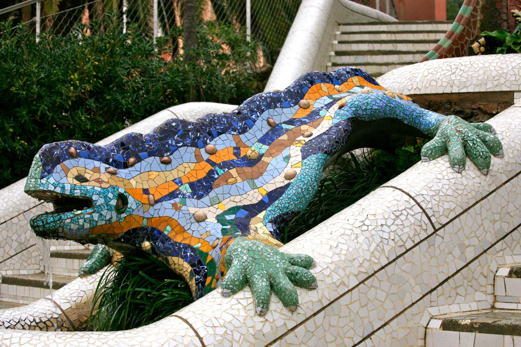 Grenouille mosaic at the entrance to parc guell 4209214343