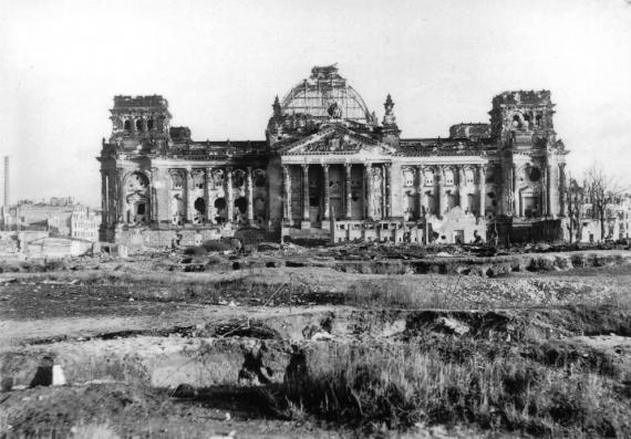 Reichstag 1946 596584 1 w 570